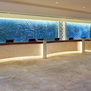 Lobby - Hilton Hawaiian Waikiki Beach - Luxury Hawaii Honeymoon Packages