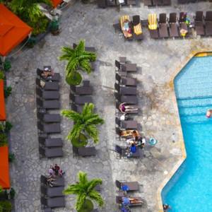 Pool 2 - Hilton Hawaiian Waikiki Beach - Luxury Hawaii Honeymoon Packages