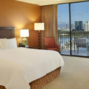 Rainbow Tower Harbour Ocean View Room 2 - Hilton Hawaiian Waikiki Beach - Luxury Hawaii Honeymoon Packages