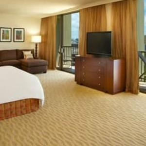 Rainbow Tower Ocean Front Junior Suite - Hilton Hawaiian Waikiki Beach - Luxury Hawaii Honeymoon Packages