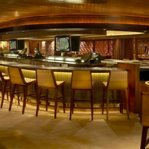 Tapa Bar - Hilton Hawaiian Waikiki Beach - Luxury Hawaii Honeymoon Packages