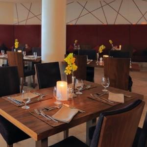 Abu Dhabi Honeymoon Packages Radisson Blu Yas Island Assymetri