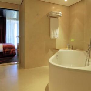 Abu Dhabi Honeymoon Packages Radisson Blu Yas Island One Bedroom Suite 4