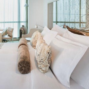 Abu Dhabi Honeymoon Packages The Ritz Carlton Abu Dhabi Grand Canal Club Suite 4