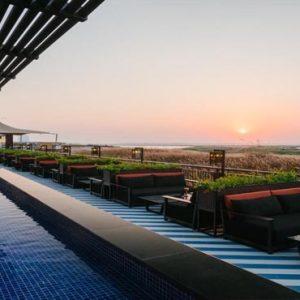 Abu Dhabi Honeymoon Packages Radisson Blu Hotel, Abu Dhabi Yas Island Shams Pool Bar
