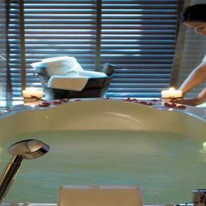 Abu Dhabi Honeymoon Packages Shangri La Hotel Qaryat Al Beri Hydro Therapy Pool With Therapist