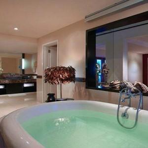Bali Honeymoon Packages Hard Rock Hotel Bali Rockstar Suite Bathroom