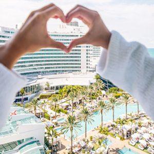 Honeymoon Couple Fontainebleau Miami Beach Miami Honeymoons