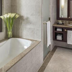 Abu Dhabi Honeymoon Packages Shangri La Al Husn Resort And Spa Deluxe King Room 2