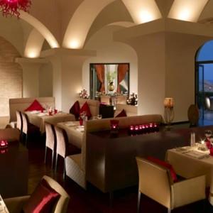 Oman Honeymoon Packages Al Bandar At Shangri La AlJissah Dining 4