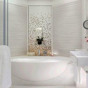Hong Kong Honeymoon Packages The Langham Hong Kong Director Suite Bathroom