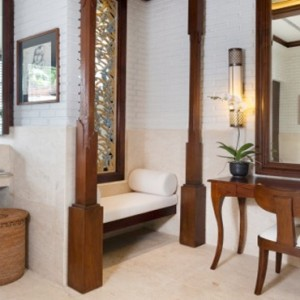 Bali Honeymoon Packages The Chedi Club Tanah Gajah, Ubud The Hadiprana Villa Master Bathroom