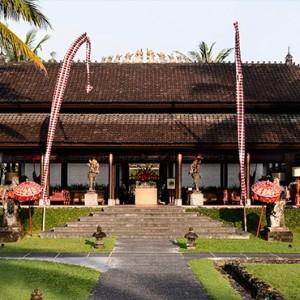 Bali Honeymoon Packages The Chedi Club Tanah Gajah, Ubud Lobby Entrance