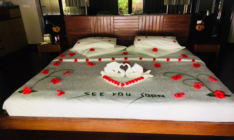 Mathew And Cara's Unforgettable Maldives Honeymoon Coco Palm Bodu Hithi Honeymoon Message On Bed