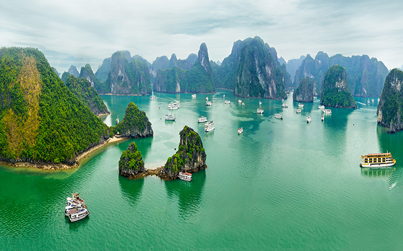 Top 10 Romantic Things To Do In Vietnam Halong Bay