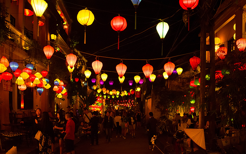 Top 10 Romantic Things To Do In Vietnam Lantern Festival