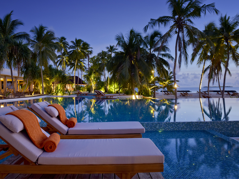 10 Reasons To Honeymoon At Dhigali Pool 2
