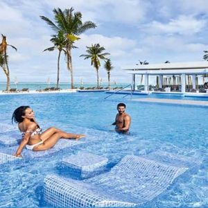 Maldives Honeymoon Packages Hotel Riu Atoll Maldives Couple In Pool