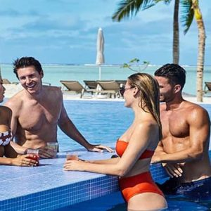 Maldives Honeymoon Packages Hotel Riu Atoll Maldives Couples In Pool Bar