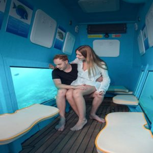 Maldives Honeymoon Packages Fushifaru Couple In Semi Submarine