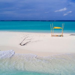 Maldives Honeymoon Packages Fushifaru Sandbank Picnic1