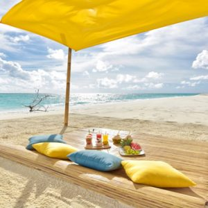 Maldives Honeymoon Packages Fushifaru Sandbank Picnic2
