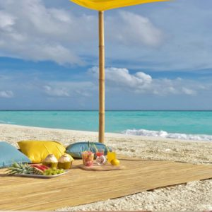 Maldives Honeymoon Packages Fushifaru Sandbank Picnic3