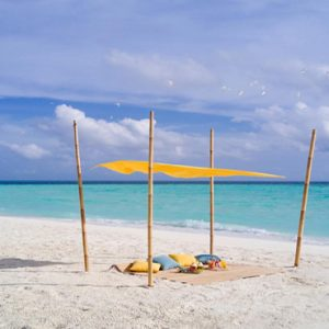 Maldives Honeymoon Packages Fushifaru Sandbank Picnic4