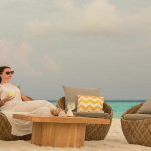 Maldives Honeymoon Packages Fushifaru Sandbank Sunset Cocktail1