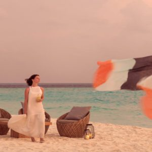 Maldives Honeymoon Packages Fushifaru Sandbank Sunset Cocktail2
