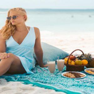 Maldives Honeymoon Packages Reethi Faru Resort Picnic On Beach