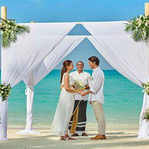 Maldives Honeymoon Packages Fairmont Maldives Sirru Fen Fushi Wedding