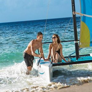 Couple Sailing Now Emerald Cancun Mexico Honeymoons