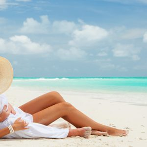 Maldives Honeymoon Packages Innahura Couple On Beach1