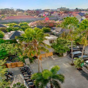 Parking Area De Vins Sky Hotel Seminyak Bali Honeymoons