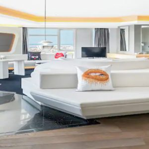 Round Bed Valor Suite1 V Hotel Dubai, Curio Collection By Hilton Dubai Honeymoons