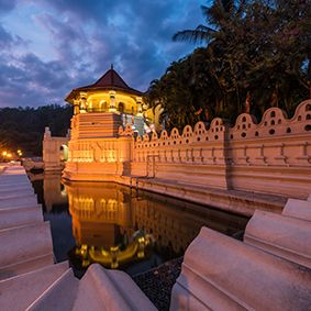 Visit The Temple Of The Sacred Tooth Relic Best Things To Do In Sri Lanka